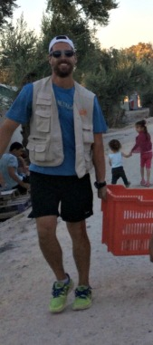 Carrying food like an American during dinner distribution.